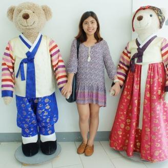 Life-size teddy bears at the Teddy Bear Museum