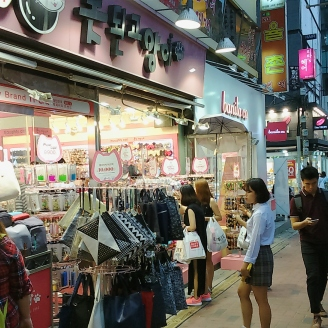Shopping in the vicinity of Ewha